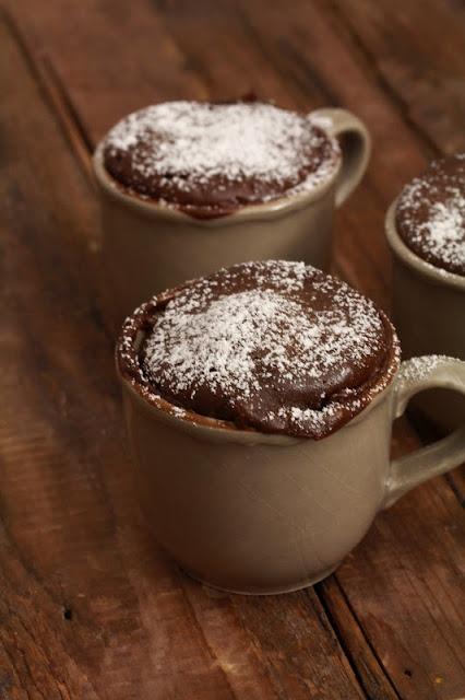 "On dine chez Nanou: Gâteau express au chocolat en 2 minutes ou ""coffee mug cake """