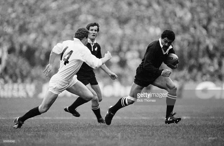 New Zealand's Bernie Fraser, who scored two tries, races past Scotland's Jim Pollock (14), who scored the vital last-minute try to even the score, during the Rugby Union International between Scotland and the New Zealand All Blacks held at Murrayfield, Edinburgh on 12th November 1983. Scotland and New Zealand drew 25-25. (Bob Thomas/Getty Images).