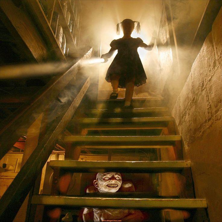 Pai fotógrafo cria assustadoras fotos de terror com suas filhas como modelos  Joshua Hoffine fez fotografias de suas filhas inspirado em assustadores cenários de horror.