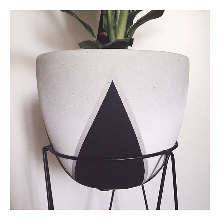 "The Bargain Diaries on Instagram: ""As promised, here is a close up of the #kmarthack I did on the $10 Triangle Pot. Also featured is the $6 Copper Plant Stand (also from @kmartaus) which I have painted black! #kmart #kmartaus #kmartstyling #kmartaustralia #bargain #bargains #pot #plant #plantstand #diy #homedecor #homedecoration"""