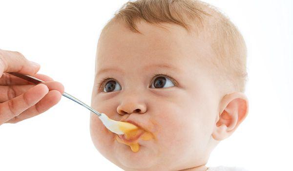 Babymad: Kom godt i gang med mos og grød - Vores Born