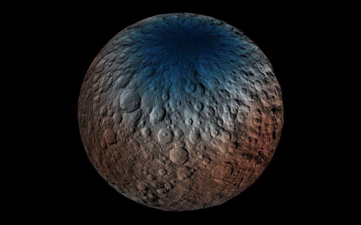 Cérès n'est pas une simple boule rocheuse de la ceinture d'astéroïdes. Cette planète naine contient beaucoup d'eau, partout, tout près de sa surface. La glace d'eau semble s'être séparée très tôt...