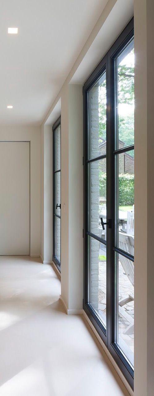 stijl deuren in muur zonder architraaf