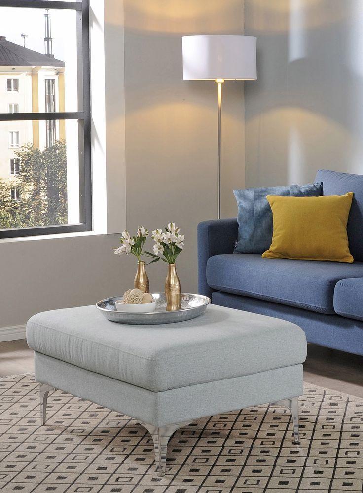 Raikkaan värinen rahi viimeistelee olohuoneen  Malli: Monikko  Verhoilu: Shetland Jälleenmyyjä: Sotka-myymälät  #pohjanmaan #pohjanmaankaluste #käsintehty #koti #sohva #olohuone #livingroominspo #livingroomdecor