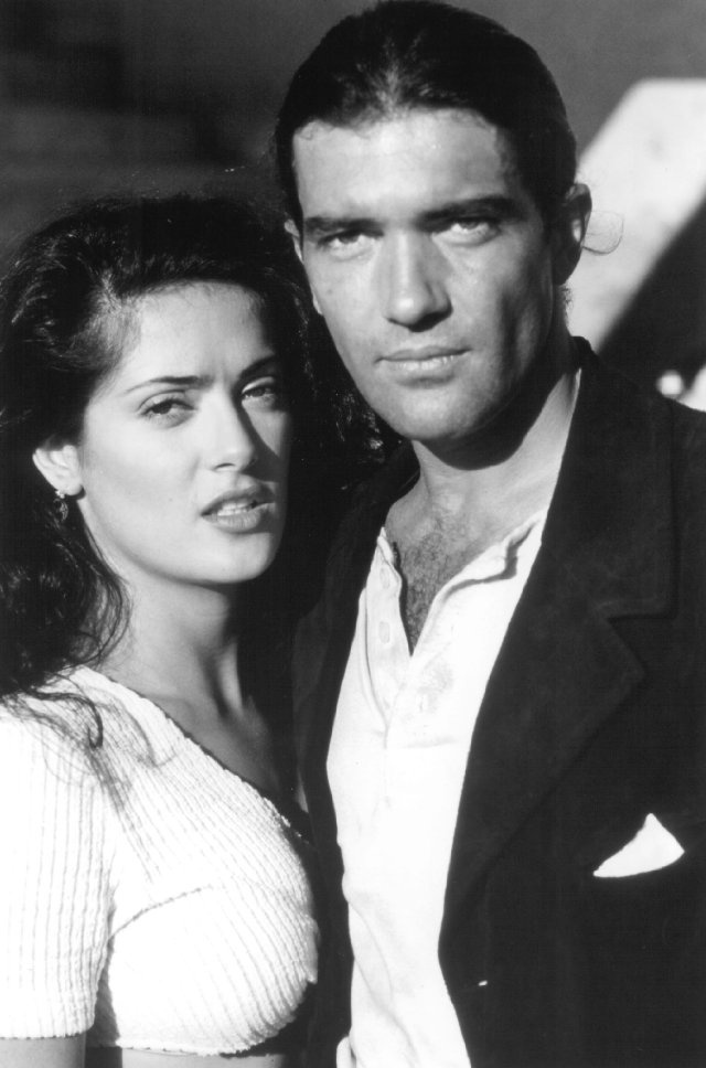 Still of Antonio Banderas and Salma Hayek in Desperado.hot