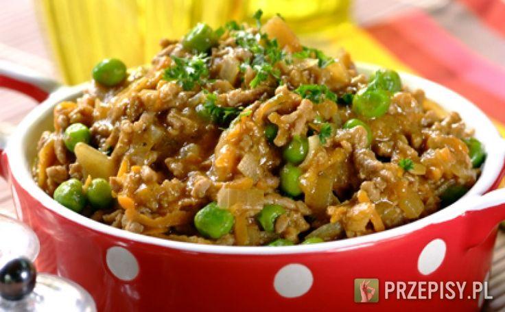 Na rozgrzanej oliwie przesmaż cebulę pokrojoną w kostkę oraz marchewkę. Następnie dodaj mięso i smaż do momentu zrumienienia. Do mięsa wlej szklankę wody a następnie wsyp zawartość opakowania Knorr. Całość dokładnie wymieszaj, doprowadź do wrzenia. Zmniejsz ogień i gotuj jeszcze 10 minut.  Pod koniec gotowania wsyp zielony groszek oraz ryż. Gotuj 2 minuty, gotowe danie wyłóż na półmisek i posyp posiekaną natką. Na rozgrzanej oliwie przesmaż cebulę pokrojoną w kostkę oraz marchewkę. Następnie…