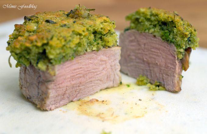Schweinemedaillons sind feine, etwa Handflächengroße Stücke der Schweinelende oder auch Schweinefilet. Je nach Region wird das Filet unterschiedlich bezeichnet. Schweine Medaillons (engl. Medallions of pork, franz. Médaillons de porc, ital. Medaglioni di maiale, span. Medallones de cerdo) werden aus dem langen Filet Stück vom Schwein geschnitten. Die Medaillons sind bis zu 5 cm dick und …