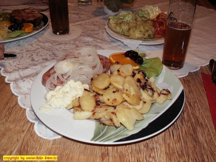 Sülze mit Bratkartoffeln und Remouladensoße