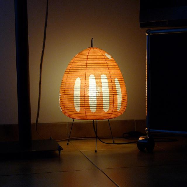 LAMPE DE TABLE AKARI 1AT PAR ISAMU NOGUCHI by stéphane68, via Flickr