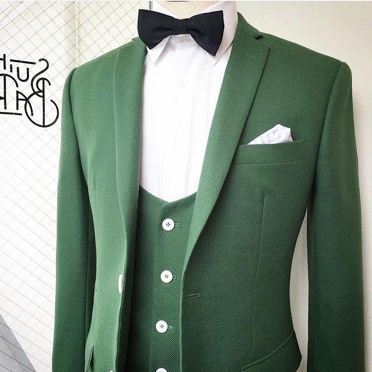 《スーツのリコメンド》 ◉SUIT BAR オーダースーツ=クラシックだけではない。もっと幅広く楽しめるもの。新郎だって、とことん自分らしいスーツを纏って、大切な1日を過ごしてほしい。 バーにいるような感覚で、飲みながら、会話を楽しみながら、とっておきの一着を作ってみては? • #wedding #weddingdress #bridal #recomended #thepraise #suit #groom #suitbar #lifestyle #weddingparty #ウェディング #ブライダル #ウェディングドレス #ドレス #花嫁 #花婿 #新郎 #スーツ #タキシード #オーダーメイド #結婚 #結婚準備 http://gelinshop.com/ipost/1514930299716009144/?code=BUGHRTGDHy4