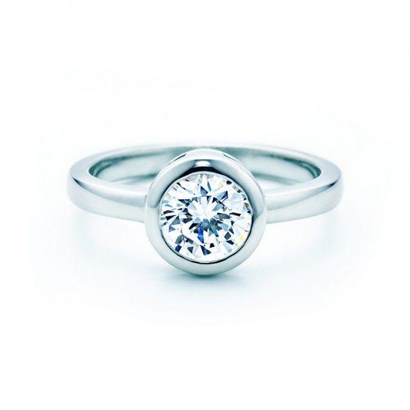 Pierścionek zaręczynowy z diamentem 2,00 ct o szlifie brylantowym wysokiej czystości SI1/G, wykonany z 18-karatowego białego złota (próba 0,750). www.savicki.pl/kolekcje/lecoeur