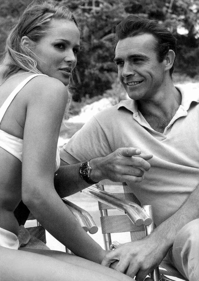 Ursula Andress and Sean Connery on a break during the filming of 'Dr. No' in 1962 | Icons James Bond Vintage Hollywood Film Movies |