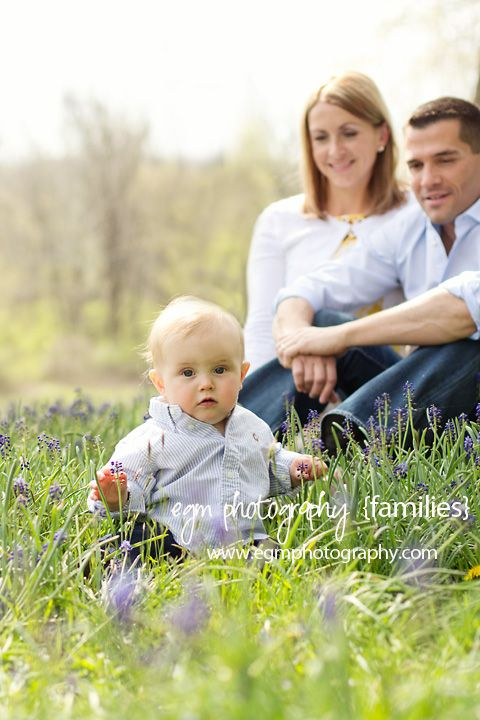 Family Pictures, Family Photos, Baby Photos, Bluebonnet Photos    Organic Bloom Frames vendor: http://www.egmphotography.com/archives/package/organic-bloom-frames/