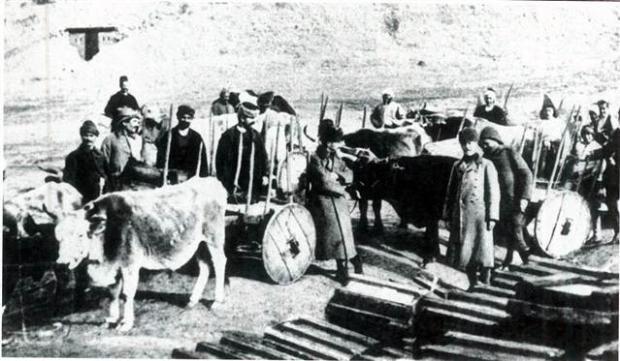 Çanakkale'yi geçilmez kılan kahramanlar bu karelerde Genelkurmay Başkanlığı, bundan 99 yıl önce Çanakkale Zaferi ile kahramanlık destanı yazan Atatürk ve silah arkadaşlarının cephedeki siyah beyaz fotoğraf kareleri ile görüntüleri paylaştı. http://fotoanaliz.hurriyet.com.tr/galeridetay/80564/4369/1/26032751/canakkaleyi-gecilmez-kilan-kahramanlar-bu-karelerde
