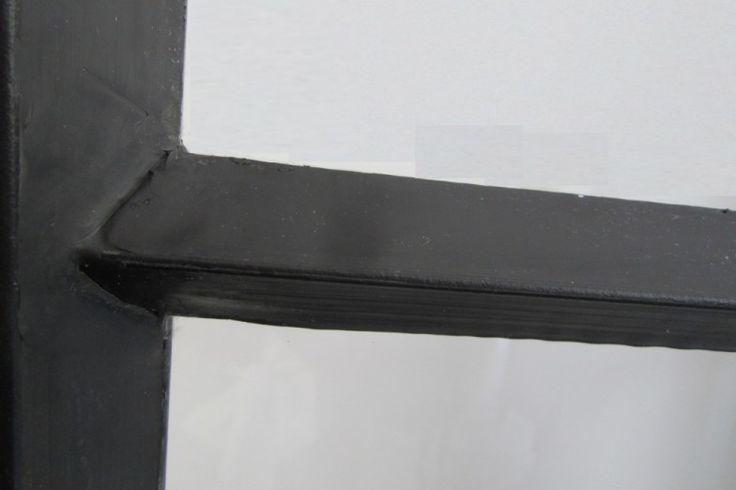 Stalen binnendeur afgewerkt met stopverf
