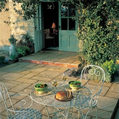 Bradstone Autumn Green Antique Natural Sandstone Paving Slabs patio kits 15.30 m2 Per Pack