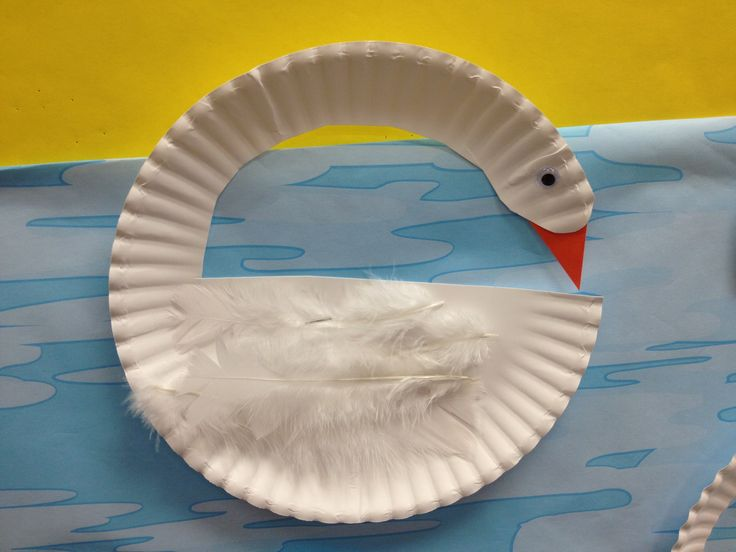 Adorable paper plate swan craft