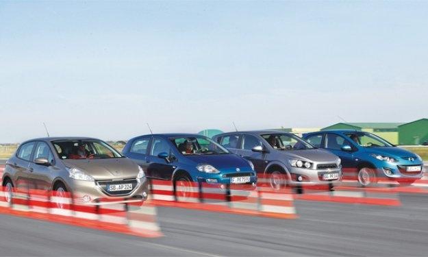 Comparativa:Peugeot 208, Fiat Punto, Chevrolet Aveo, Mazda2