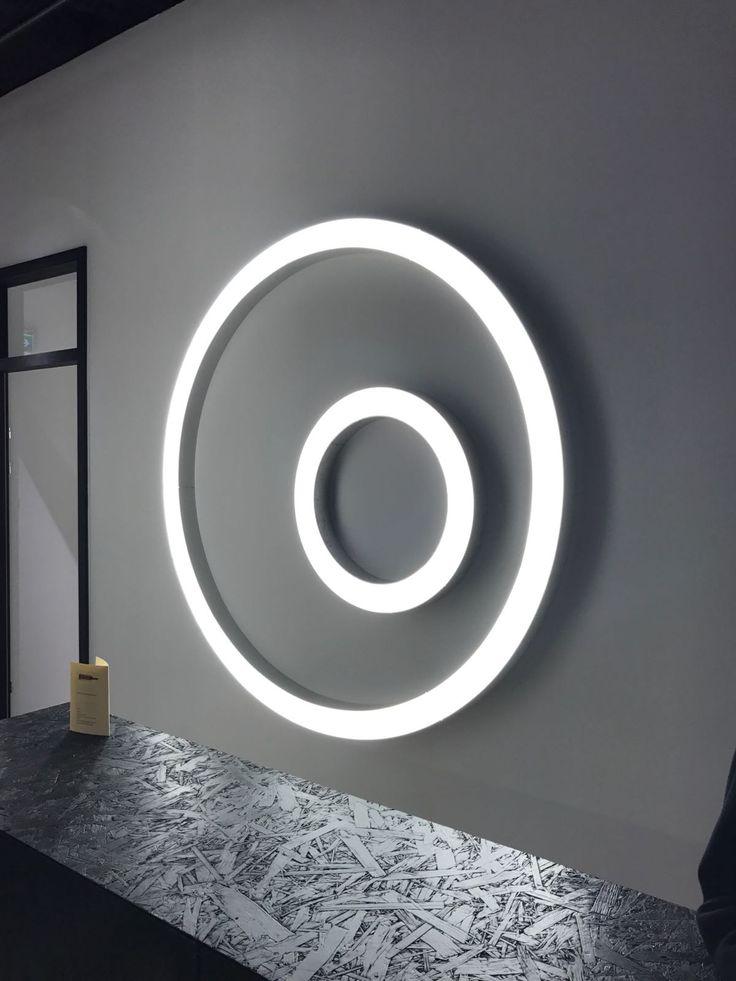 Silver Ring comes in the suspension version or in the freshly new wall/ceiling one. | Silver Ring è disponibile nella versione a sospensione o in un'inedita versione da parete/soffitto.