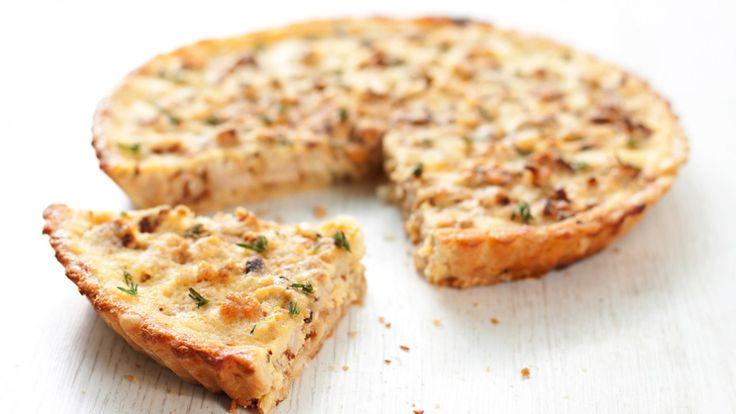 Une recette de quiche à la croûte de chou-fleur présentée sur Zeste.tv