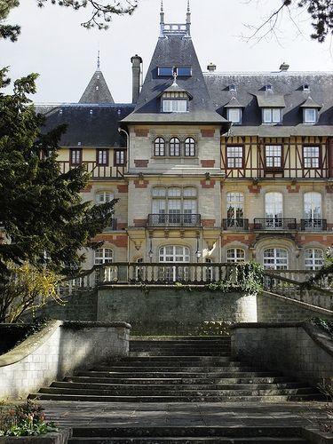 Chateau de Montvillargenne Chantilly - Picardie