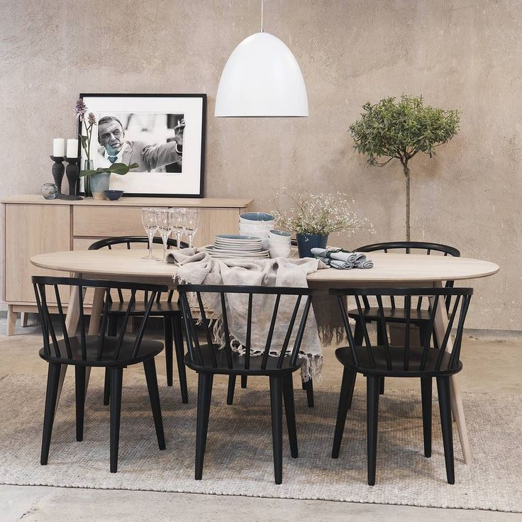 Yumi & Carmen a perfect match  #rowico . . . . . . . #scandinaviandesign #scandinavianstyle #nordicdesign #furniture #möbler #nordicstyle #scandinavianliving #interior123 #finahem #furniture #möbler #matbord #diningtable #heminredning #stol #chair #inredning #interiorandliving #interior2u #interior4all