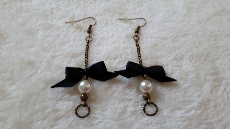boucles d'oreille petit noeud noir : Boucles d'oreille par ninoubijoux
