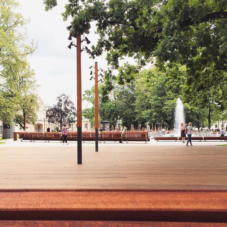 Lublin. Plac Litewski. Summer. . . . . . . . . #lublin #visitpoland #urban #park #wood #citypark #citysquare #neverstopexploring #familywalk #worldcaptures #recharge #natureinthecity #bloggingmom #mommyblogger #minimalistblogger #lifestyleblogger #placlitewski #summer #cityart #getoutside #outdoor #fountain #cityvibes #ecoblogger #homeschooling #familytrip #simpleliving #simplelife