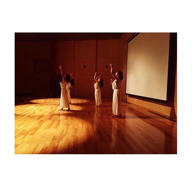 【hhoonnaa】さんのInstagramをピンしています。 《#1014#zealot#begin#jazz#15th#清水翔太#桜#sarina#mizuki#riho#chisa#hona 初めて自分たちで振り付けして、自分たちで言うのも変やけど、まーまーいい感じに出来たと思います💃🏻 振り付けってほんまに大変やけど、いい経験になりました! 今度の学祭では先輩方と踊れるし、楽しみでしかない⤴️ 頑張ります🔥》