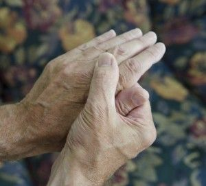 4 Ways to Care for a Senior with Arthritis