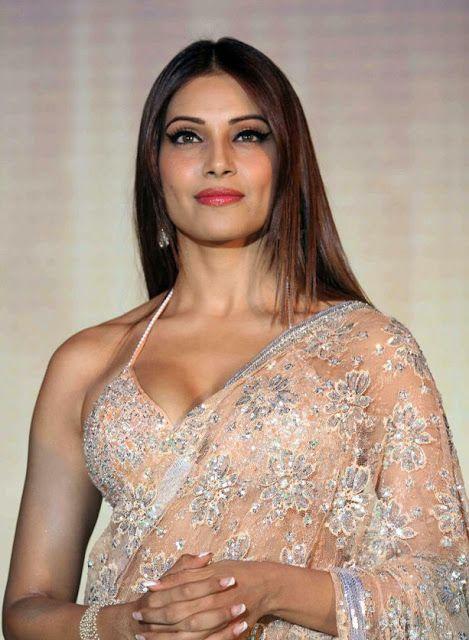 Bipasha Basu Looked Beautiful in Saree