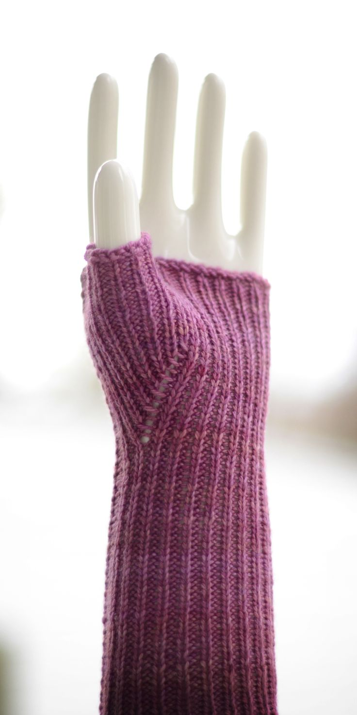 My favorite thumb gusset these days, easy, comfy, adjustable, and awfully tidy if I do say so myself.