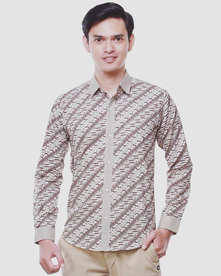 Nugi for balin.id daha long slevee log on www.balin.id batik heritage fashion mensfashion model menstyle slimfit muscle search Indonesia #batik #modernbatik #batikslimfit #batikindonesia #nugi #batikmuscle #batiksuit #batikmalang