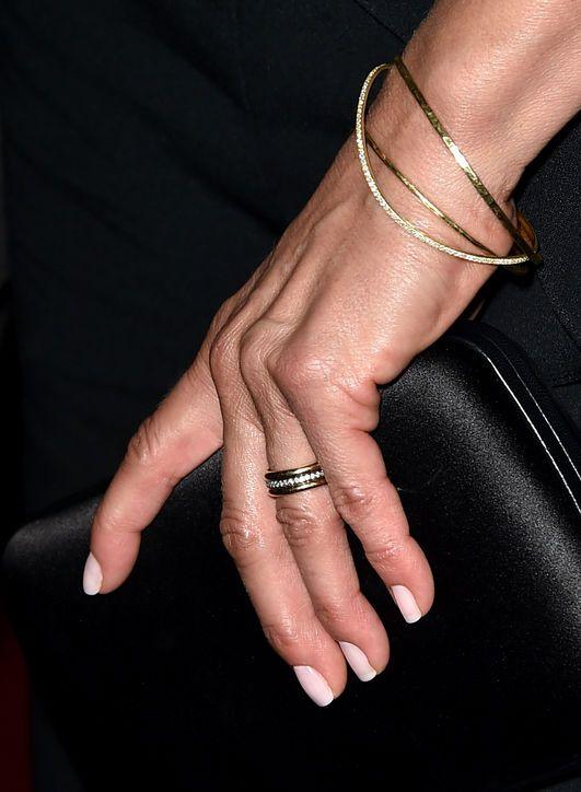 Jennifer Aniston - wedding ring