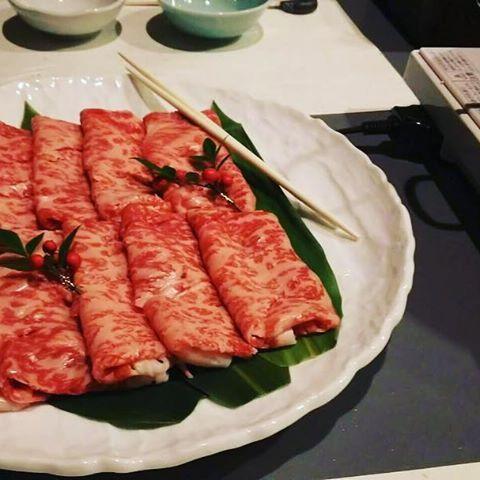 Instagram【tkgr4】さんの写真をピンしています。 《新横の40階でしゃぶしゃぶ。 夜景も綺麗でした。 #新横浜#しゃぶしゃぶ#肉#食#牛 #夜景#素敵#晩御飯#最高#以上 #beef#syabusyabu#party#dinner #delicious#40thfloor#japan#hotel》