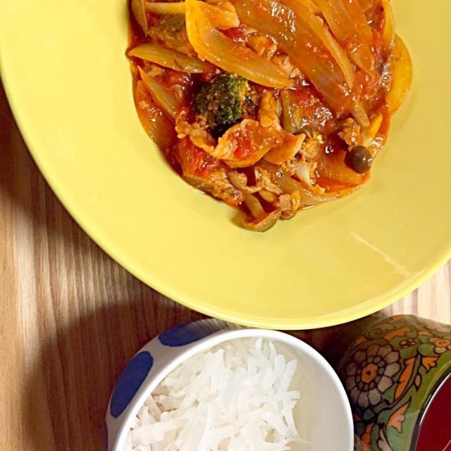 鯖水煮缶とトマト缶で簡単にできました。お野菜はなんでも合いそう(人 •͈ᴗ•͈) - 4件のもぐもぐ - 鯖水煮缶とお野菜のトマト煮込み by hirori14