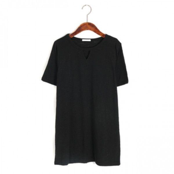 Today's Hot Pick :トライアングルモチーフカッティングTee【BLUEPOPS】 http://fashionstylep.com/P0000XDW/ju021026/out 凹凸のある生地感が特徴の、スラブ糸で編みたてた半袖カットソーです。 胸元のトライアングルモチーフのカッティングデザインが、女性らしいヌケ感もプラス♪ 着丈も長めに設定されているのでスキニーなボトムにブーツというようなコーディネートがおすすめ*** ホワイトカラーの場合透け感が若干ありますのでご参考にしてください。 身長によって着丈感が異なりますので下記の詳細サイズを参考にしてください。 ◆色:グレー/ブラック/アイボリー