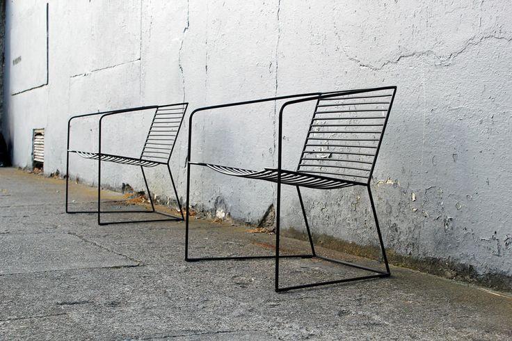 Polski design, krzesło do loftu, meble loftowe, loft, krzesło, krześła. czarne krzesło. Zobacz więcej na: https://www.homify.pl/katalogi-inspiracji/18974/polski-design-krzesla-ktore-sprawia-ze-usiadziesz-z-wrazenia