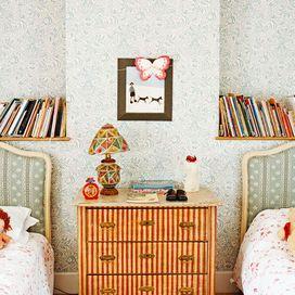 La soluzione ideale se hai poco spazio in camera dei bambini: un comodino condiviso che è una piccola cassettiera. Utile e capiente, arreda in modo originale.