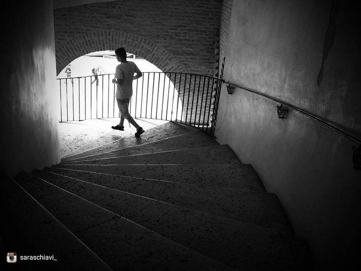 Oggi ripostiamo: @saraschiavi_ - Selezionatore: @j_drake_b - Admin: @skynet70 - hashtag #igersferrara Luogo: Castello Estense a tinte chiaro scure. ______ #igersferrara #igersemiliaromagna #igersitalia #turismoer #biancoenero #myferrara #visitferrara #ferrara #turismoferrara #comunediferrara #provinciaferrara #feblackandwhite