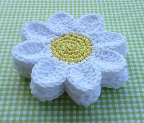 Free Crochet Daisy Coaster Pattern.