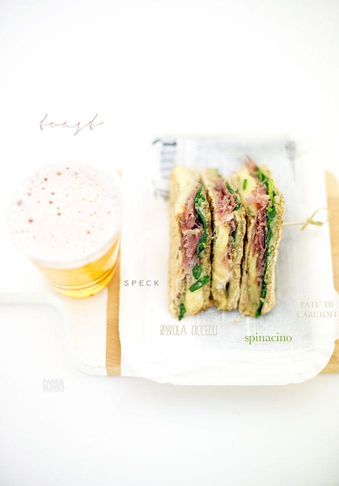 Sandwich con paté di carciofi e anacardi, spinacino, speck e robiola