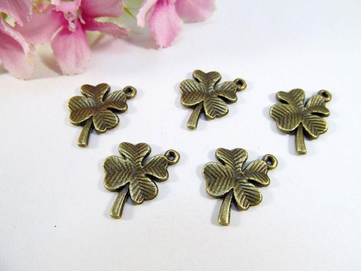 10 Kleeblatt Anhänger / Charm, Farbe bronze von Schmuckes von der Perlenbraut auf DaWanda.com
