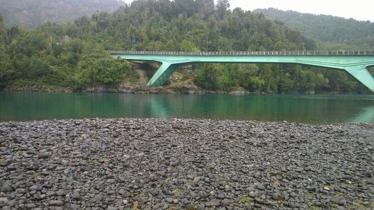 Puente sobre río Puelo