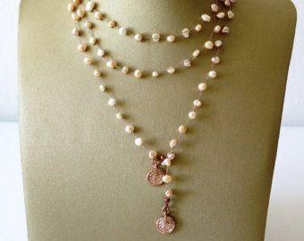 Lange ketting, haak kralen ketting, delicaat zoet Water parels. De idee van de gift voor mamma, lange sieraden, gehaakte ketting, breien, sieraden