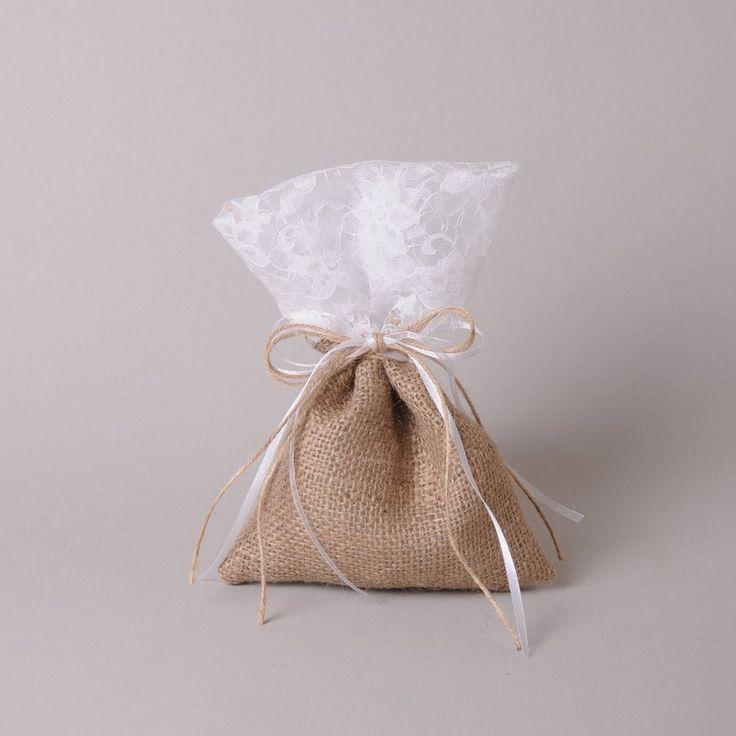 Μπομπονιέρα Γάμου - Πουγκί Λινάτσα - Δαντέλα - Οι μπομπονιέρες κατασκευάζονται στο κατάστημά μας και γίνονται αλλαγές σε σχέδιο, χρώμα και ύφασμα για να ταιριάζουν με το ύφος του γάμου σας.