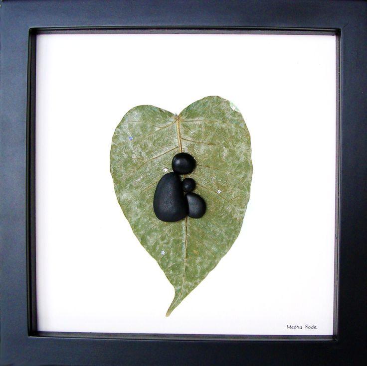 Moderne New Baby Gift - gepersonaliseerde nieuwe Baby geschenken - Baby douchegift - moderne kwekerij Pebble Art - gepersonaliseerde Pebble kunst voor nieuwe mamma om te vieren en koesteren de speciale gelegenheid; een uitzonderlijke gift die voor de komende jaren zal worden gekoesterd.  ✿ Originele Pebble kunst met een gevoel van romantiek, mysterie en magie. ✿ Komt in 8 x 8 inch zwarte schaduw doos stijl frame met glas. ✿ Comes ondertekend door mij. ✿ Kunnen worden gepersonaliseerd op…