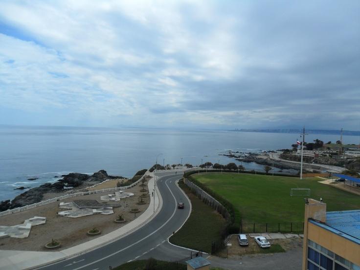 A 18mts de altura, parte del paisaje que brinda el Faro Punta Angeles, Playa Ancha, ciudad Valparaíso http://www.demirar.cl/2011/08/faro-punta-angeles-paseo-altamirano-a-playa-san-mateo-%C2%BB-11feb11-%C2%BB-ciudad-de-valparaiso/