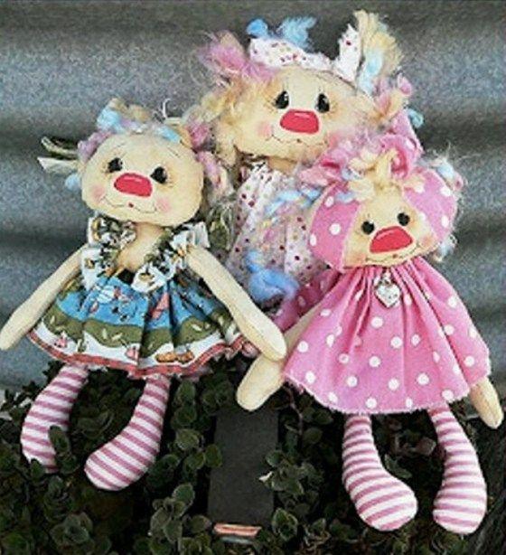 muñecas primitivas en tela