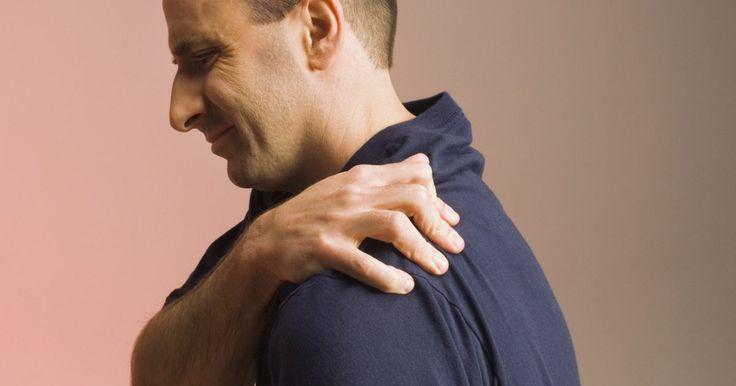 """Exercícios caseiros para """"ombro congelado"""". """"Ombro congelado"""", ou capsulite adesiva, descreve a dor e perda de movimentos no ombro. A dor é geralmente é imprecisa ou ardente. A rigidez dificulta o movimento normal do ombro, incluindo dificuldade de alcançar acima da cabeça e atrás de você. A causa não é clara, mas envolve a cápsula ao redor da junta do ombro que engrossa e contrai, de ..."""